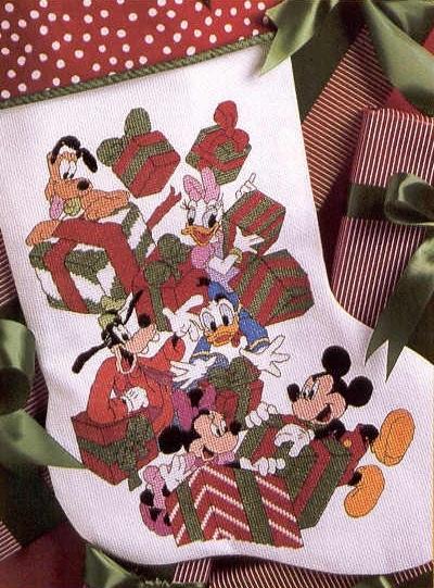 Схема вышивания крестом - Микки Маус и друзья открывают подарки