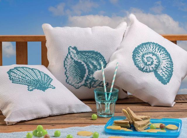 Схема вышивания крестом - подушки с ракушками