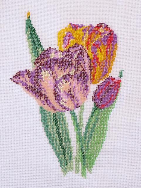 Вышитая картина бисером Тюльпаны